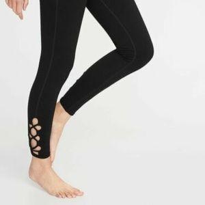 Old Navy Lattice-Hem 7/8-Length Yoga Pants Legging